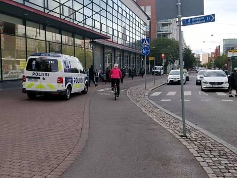 Poliisilla oli perjantaina Ruoholahdessa puukotukseen liittyvä tehtävä.