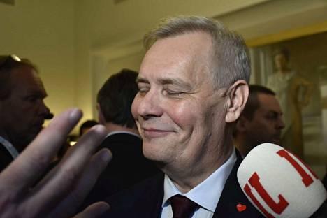 Hallitusneuvottelupohjan varmistuttua Rinnettä jo hieman hymyilytti.