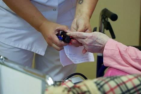 Esimerkiksi terveyskeskuksen vastaanotot ja vuodeosastot, Taysin sairaalat, ensihoito, neuvolat, hammashoito, sosiaalityö, kotihoito ja vanhusten asumispalvelut ovat vuodesta 2023 hyvinvointialueen vastuulla ja työntekijät sen palkkalistoilla.