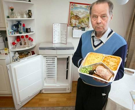 Porilainen Pentti Koski esitteli automaatissa valmistettavaa jouluateriaa joulukuussa 2002. Automaatin valmistanut Food Automation asetettiin konkurssiin samassa kuussa.