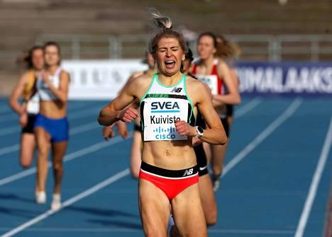 Sara Kuivisto tavoittelee tänä kesänä Suomen ennätystä 800 metrillä. Tämä kuva on kesäkuun alusta.
