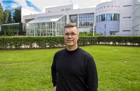 Intendentti Juha Ahonen on palannut kesälomaltaan järjestelemään Tampere Filharmonian syyskautta. Siinä riittää työtä.