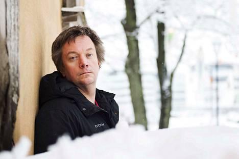 Historioitsija Teemu Keskisarja lukee 22 muun lukijan kanssa ääneen Seitsemää veljestä Nurmijärven Klaukkalan kirjastossa 2.2.2020, jolloin teoksen ensimmäisen vihkon julkaisusta tulee kuluneeksi 150 vuotta.