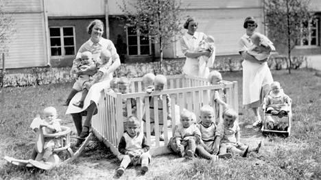 Paperitehtaan lastentarhalla oli ruuhkaa sodan jälkeen, kun suuret ikäluokat syntyivät.