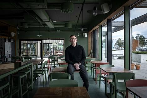 NoHo Partnersin edeltäjän, Restamax oy:n, perustaja ja NoHon hallituksen puheenjohtaja Timo Laine kuvattiin huhtikuussa 2020 tyhjässä ravintolassa.