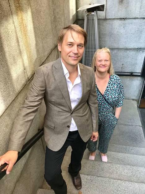 Sara Saxholm ja Panu Huotari edustivat Vaara-kollektiivia.