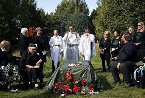 Toivo Kipinän hautajaiset.