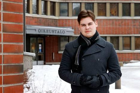 Abiturientti Roope Rantalan opintie jatkuu lukion jälkeen oikeustieteelliseen. Vielä hän ei osaa sanoa, millaiselle uralle se tarkalleen voisi johtaa.