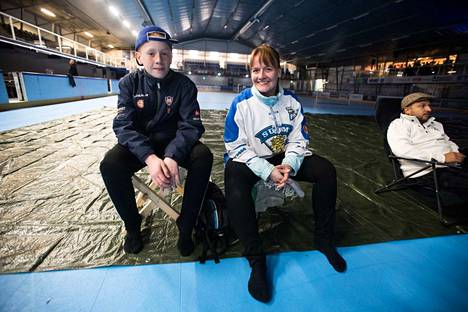 Miko ja Sanna Ritola olivat saapuneet jäähalliin tunnelman takia.