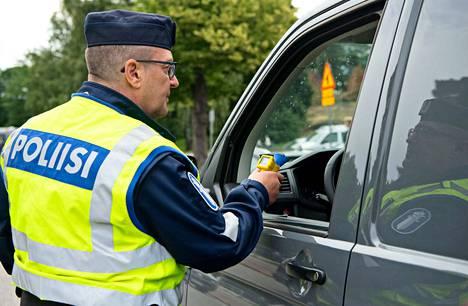Kuljettajille tehdään loppuviikon aikana kymmeniä tuhansia puhalluskokeita.