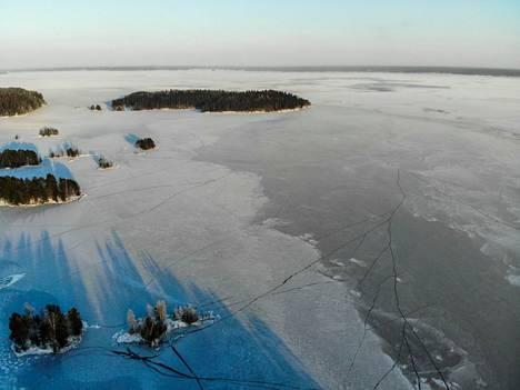 Näsijärvi sai jääkannen 14. tammikuuta. Kuvassa näkyy Keissaari.