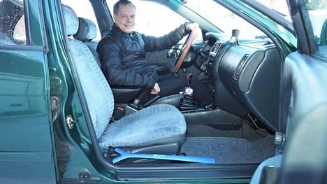 Marko Alanen on pitänyt Nissaninsa kunnossa säännöllisillä huolloilla ja pesuilla sekä ajamalla ahkerasti. Matkustamo on siistimpi kuin monessa uudemmassa autossa.