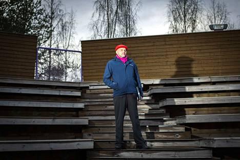 50 vuotta täyttävä taiteilija Jouko Enkelnotko kokeili päästä Euroviisuihin drag-hahmossa ja ohjaa kesäksi näytelmän Vihreälle teatterille.