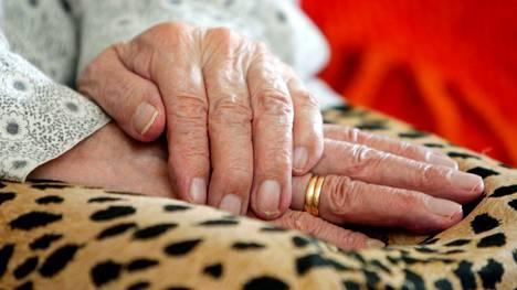 Vierailukäytännöt ovat höllentyneet vanhus- ja vammaispalveluiden yksiköissä ja sairaalan osastoilla Jämsässä. Kuvituskuva.