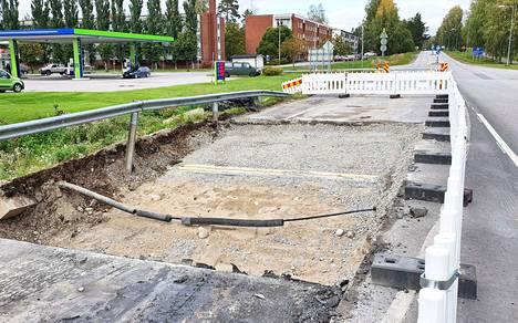 Rauhalantienristeyksen olevan sillan kansieristeet uusitaan ja sillan betonirakenteita korjataan Vaasantiellä Keuruulla.