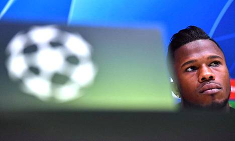 Jalkapalloilija Keita Balde kauhistui kausityöläisten kodittomuudesta. Balde mediatilaisuudessa Giuseppe Meazza stadionilla Milanossa, Italiassa.