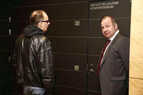 Michael Penttilä ja hänen asianajajansa Kari Eriksson.