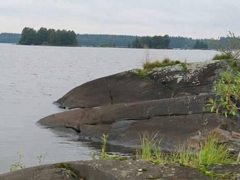 Sääksjärven ranta on Kokemäen houkuttelevimpia mökkipaikkoja. Arkistokuva.