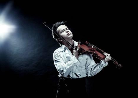 Harry Potter fantasy -teoksen on säveltänyt viulisti Roman Kim.
