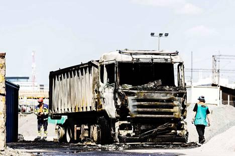 Tevo Lokomon alihankkijan ajoneuvo tuhoutui palossa lähes täysin.