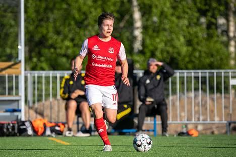 Ilves-Kissat avasi kautensa toukokuun  viimeisenä lauantaina Ilveksen kakkosjoukkuetta vastaan. Elias Kuusela operoi Ilves-Kissojen keskikentällä.