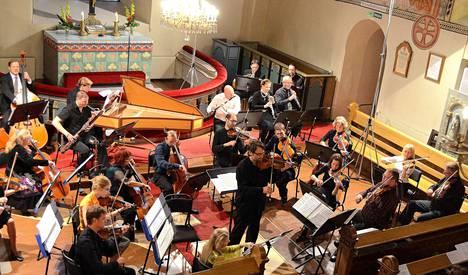 Rauman konserttiyhdistyksen kamarimusiikkiviikko Festivo on yksi avustussopimuskohteista. Arkistokuvassa vuodelta 2012 Pyhän Ristin kirkossa konsertoi Jan Söderblomin johdolla Pori Sinfonietta.