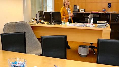 Rauman kaupunginjohtajan työhuone vapautuu Johanna Luukkosen seuraajalle todennäköisesti elokuussa. Uuden kaupunginjohtajan etsintä on jo käynnissä.