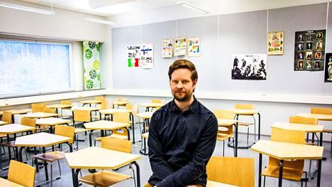 """Jari Åken mukaan viisas kunta panostaa koulutukseen: """"Valkeakoski ei ole monen muun kunnan tavoin lähtenyt opettajien lomautusten tielle, mikä on hatunnoston paikka."""""""