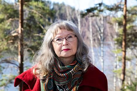 Maritta Hirvonen oli paljon tekemisissä Jouni Kaipaisen kanssa työnsä kautta, sillä hänet muistetaan Tampere Filharmonian pitkäaikaisena intendenttinä. Nyt hän on kirjoittanut Kaipaisesta elämäkerran.
