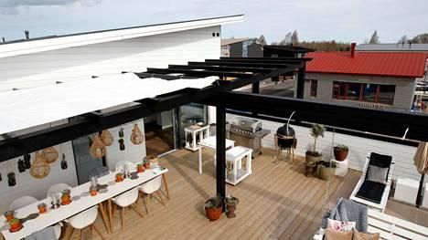 Puutavara on nyt kallista. Nokialaisen S-Puu Oy:n perustaja Seppo Salonen arvelee, että moni jättää terassin tänä kesänä rakentamatta.