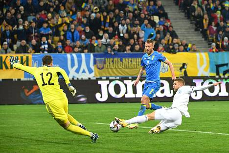 Andri Jarmolenko vei Ukrainan johtoon vartin pelin jälkeen MM-karsinnassa Bosnia ja Hertsegovinaa vastaan.