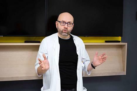 Verisuoni- ja toimenpideradiologian vastuualuejohtaja Velipekka Suomisen sanoo toiminnan tehostamisen tuovan säästöjä.