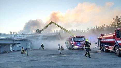 Palo saatiin rajattua pieneen osaan teollisuusrakennusta.