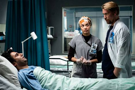 Zahra (Senna Vodzogbe) ja Ilmari (Matti Ristinen) jatkavat Sykkeen kuudennella kaudella potilaiden hoitamista suuren sairaalan traumapolilla.