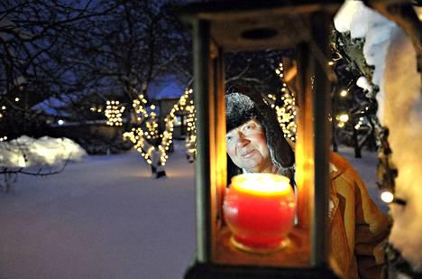 Arkistokuva. Harri Laineen kodin puutarhassa oli joulun tunnelmaa 23. joulukuuta 2012.