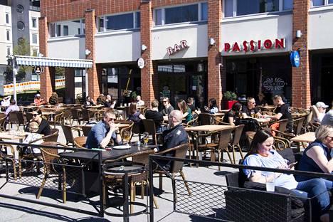 Vuosi sitten toukokuussa Tampereella Passionin terassilla nautittiin aurinkoisesta päivästä.