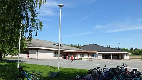 Panelian koulun vanhemman osan vesikaton uusiminen maksaa aiemmin arvioitua enemmän.