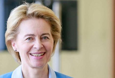 Ursula von der Leyen kertoo komisaarien salkkujaon tiistaina.