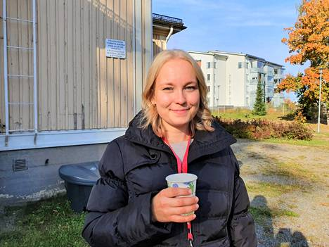 Perhekahvilavastaava Maikki Thomsson MLL:n Valkeakosken yhdistyksestä kertoo, että keskiviikkotapaamisten aikataulua aikaistettiin kävijöiden toiveesta puolella tunnilla eli alkamaan kello 9.30. Nyt ajoitus sopii paremmin lasten päiväunirytmiin ja toisaalta on yhteneväinen seurakunnan perhekerhojen kanssa.