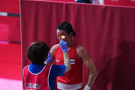Mira Potkosen silmä tarkistettiin heti ottelun jälkeen.
