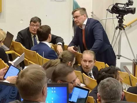 Kouluratkaisut herättivät vilkasta keskustelua Sastamalan kaupunginvaltuuston kokouksessa ja jo ennen sitä. Keskustan Antti-Matti Mattila olisi ollut valmis harkitsemaan yläkoulun siirtämistä Sylväältä Muistolaan.