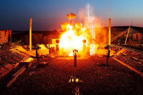 Rammsteinin pyrotekniikka näkyi molempina konserttipäivinä kauas.