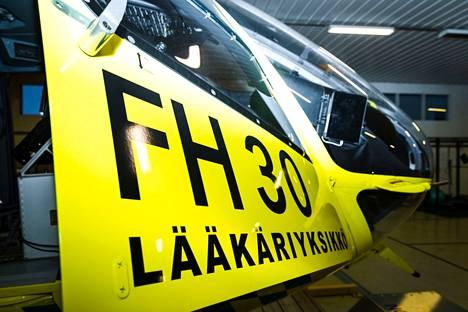 Finnhemsin lääkärihelikopteri kuvattuna yhtiön Pirkkalan tukikohdassa joulukuussa 2019.