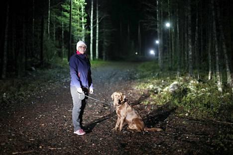Tällä lenkkipolulla Hanna Uusikauppila ja labradorinnoutaja Mauno juoksivat sutta karkuun viikko sitten tiistaina.