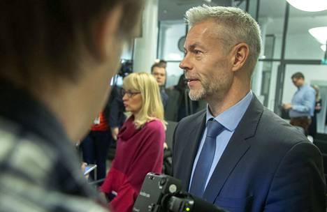 Vaikka koronatartuntojen määrä on lisääntynyt huolestuttavasti, THL:n ylilääkäri Taneli Puumalainen luonnehtii Suomen koronatilannetta edelleen rauhalliseksi.