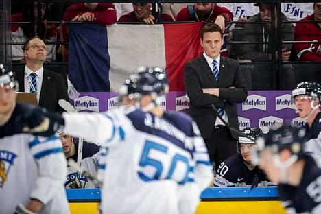 Leijonien silloinen päävalmentaja Lauri Marjamäki oli nyrpeänä, kun Ranska rökitti Suomen 5–1.