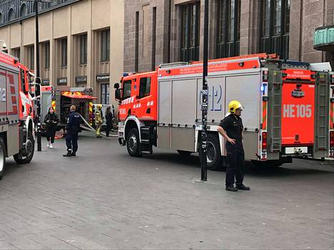 Paikalle saapui useita pelastuslaitoksen yksiköitä.