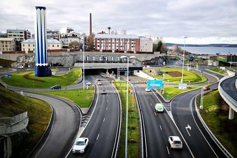 Rantatunnelista ajaa jo keskimäärin 46 000 ajoneuvoa vuorokaudessa. Tunneli avattiin marraskuussa 2016.