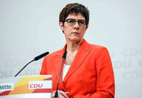 Annegret Kramp-Karrenbauer aikoo luopua kristillisdemokraattien puheenjohtajan pestistä. Hän toimii tällä hetkellä Saksan puolustusministerinä.
