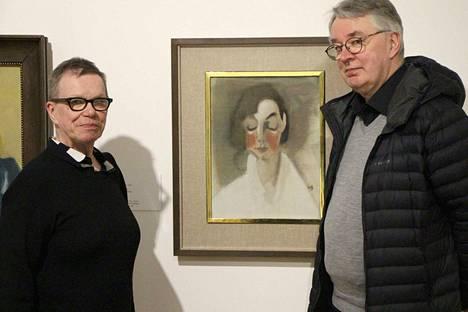 Marja-Terttu Kivirinta ja Timo Valjakka kirjoittivat Göstan pienen taidekirjaston ensimmäiset kaksi osaa. Kivirinnan mukaan Helene Schjerfbeckin Punaposkiseen tyttöön kiteytyy hyvin naistaiteilijan taiteen ydin.